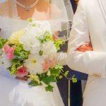結婚式には両親に、感謝の気持ちを込めて贈りたい記念品。娘から両親へ。